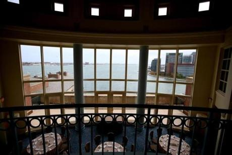 Foster's Rotunda, on the ninth floor of 30 Rowes Wharf, overlooks Boston Harbor