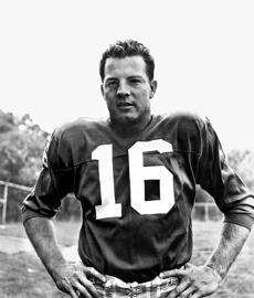 FILE -- Frank Gifford, the New York Giants running back, in August 1962. Gifford's family said that the Hall of Famer, who died in August 2015, had chronic traumatic encephalopathy, the degenerative brain disease found in many former football players. (Patrick Burns/ The New York Times)