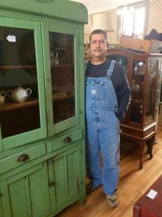 11farragher - Terry Kittle has started a new career in an antiques and collectibles shop in Moscow Township, Mich. (Thomas Farragher)