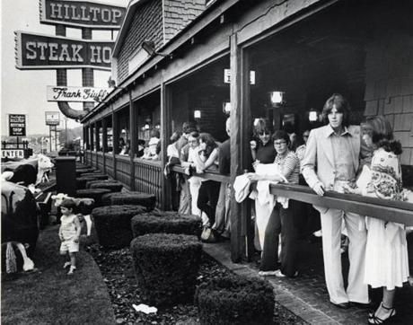 Customers waited for tables at Hilltop Steakhouse in 1978.
