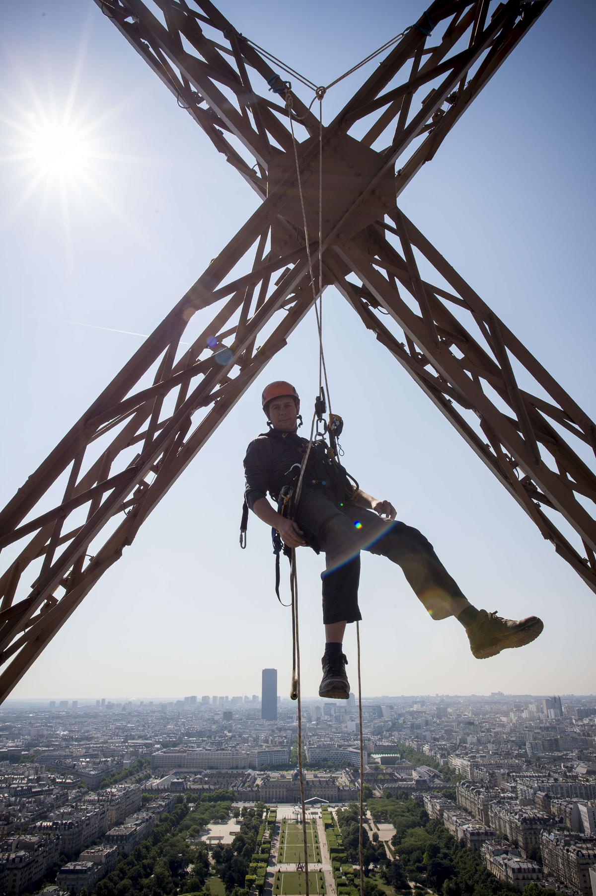The eiffel tower gets a new glass floor the boston globe for Floors of the eiffel tower