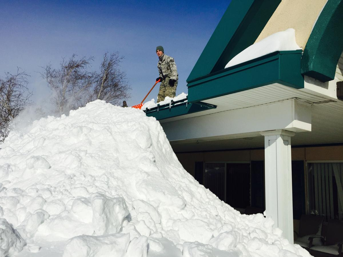 Snow buries area in upstate New York - The Boston Globe