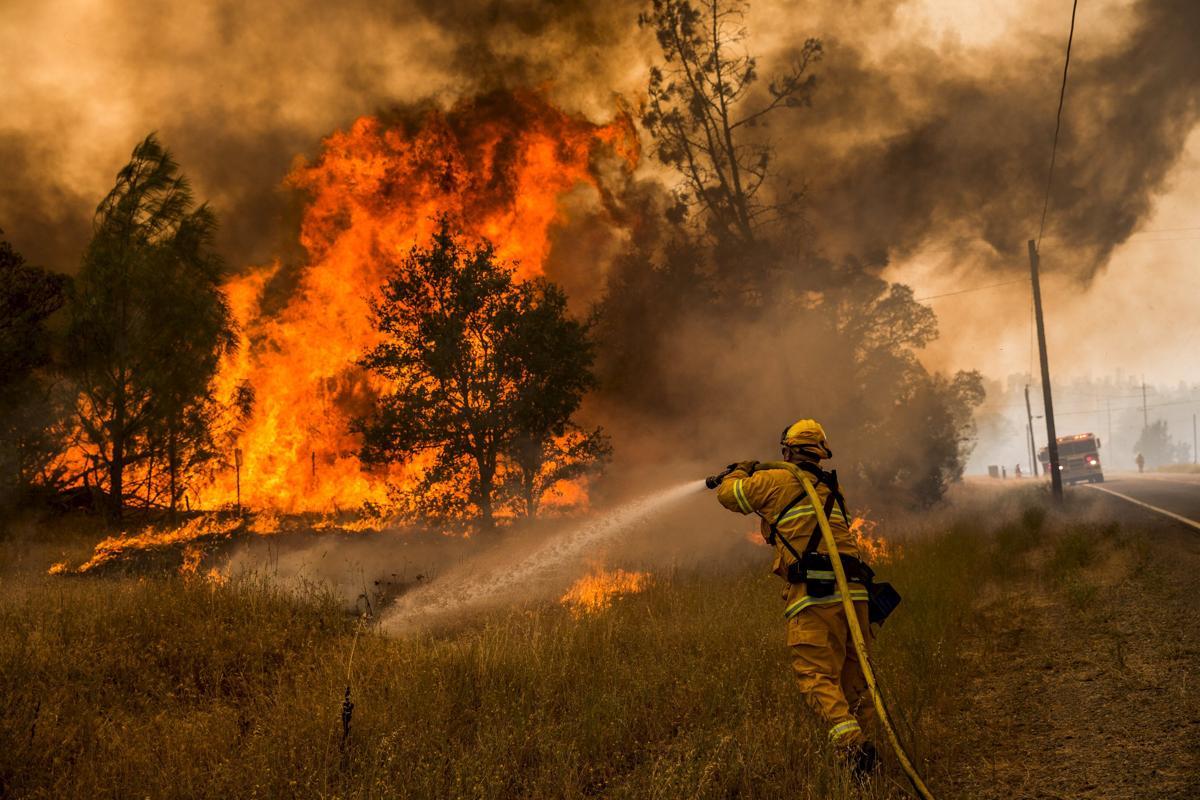 Espectaculares fotos de los incendios de California 2015-07-31T015211Z_1359593544_GF20000009352_RTRMADP_3_USA-WILDFIRES-WEST