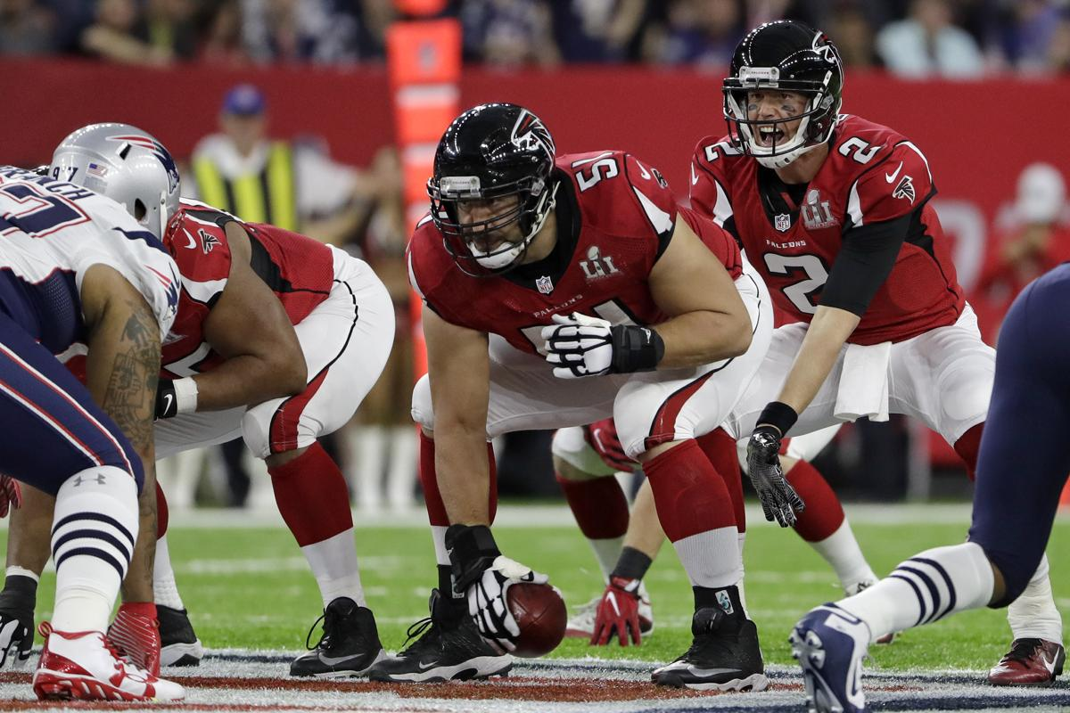 Notebook Ailing Center Alex Mack Gives It A Go For Falcons