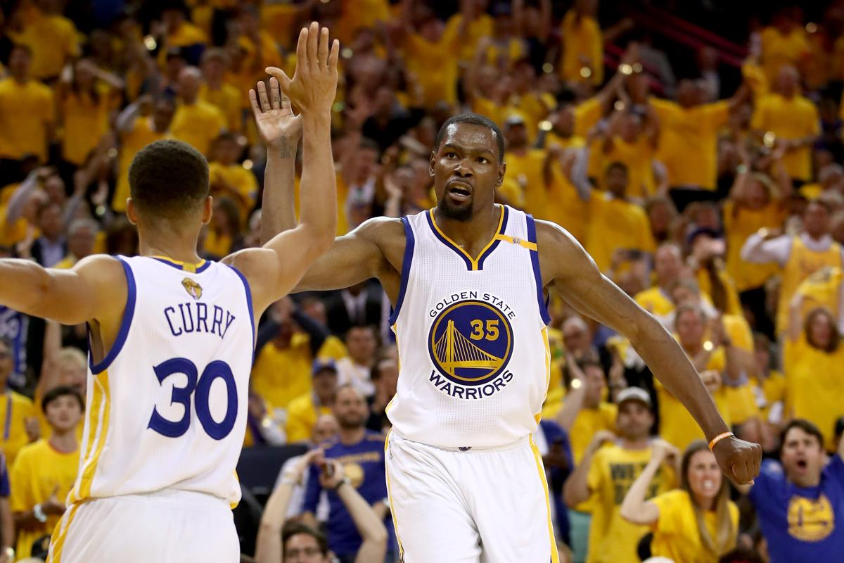 d38edde589bf Warriors dispatch Cavaliers for 2-0 lead in NBA Finals