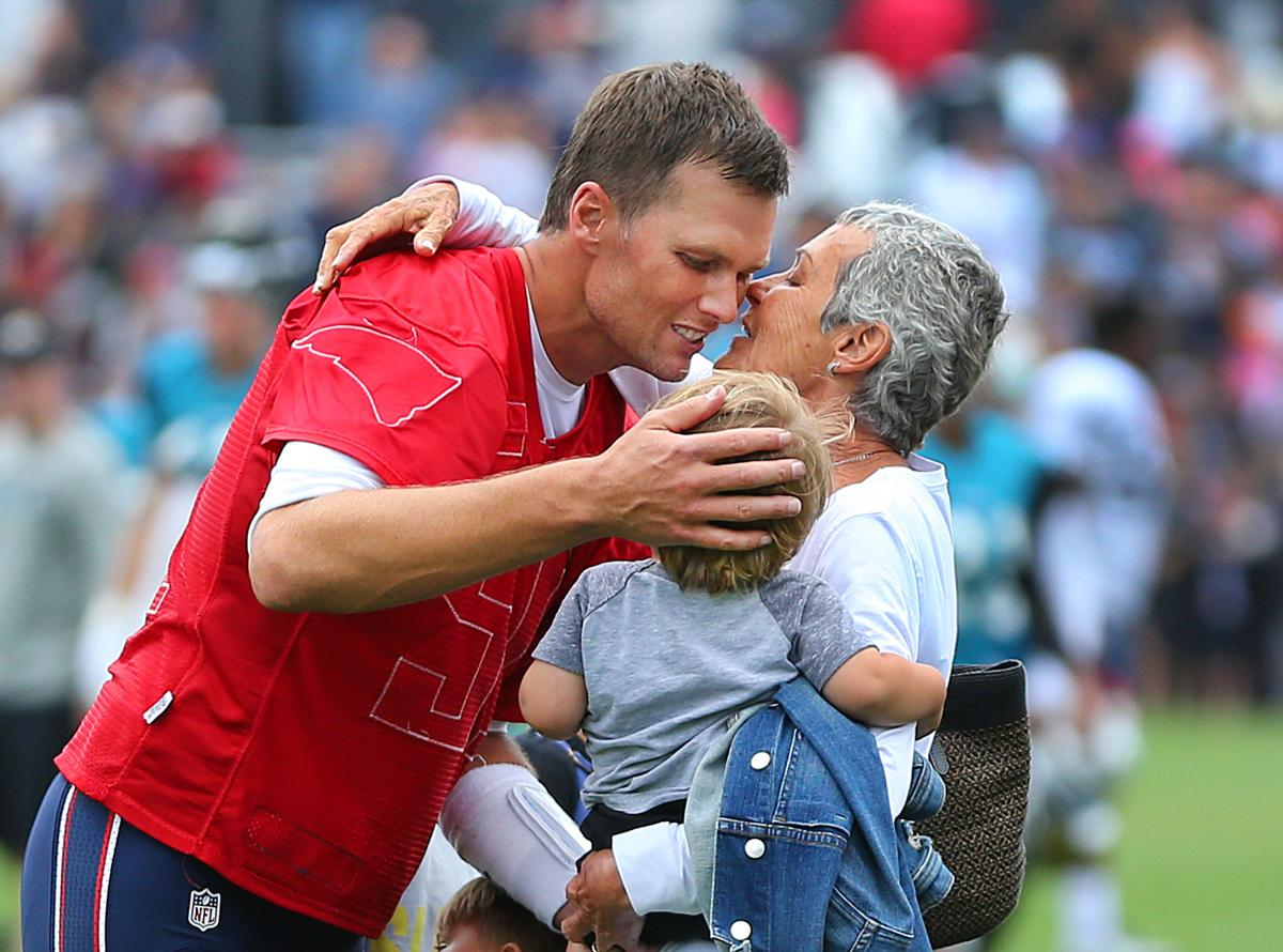 Tom Brady talks expectations for Patriots says his mother is on