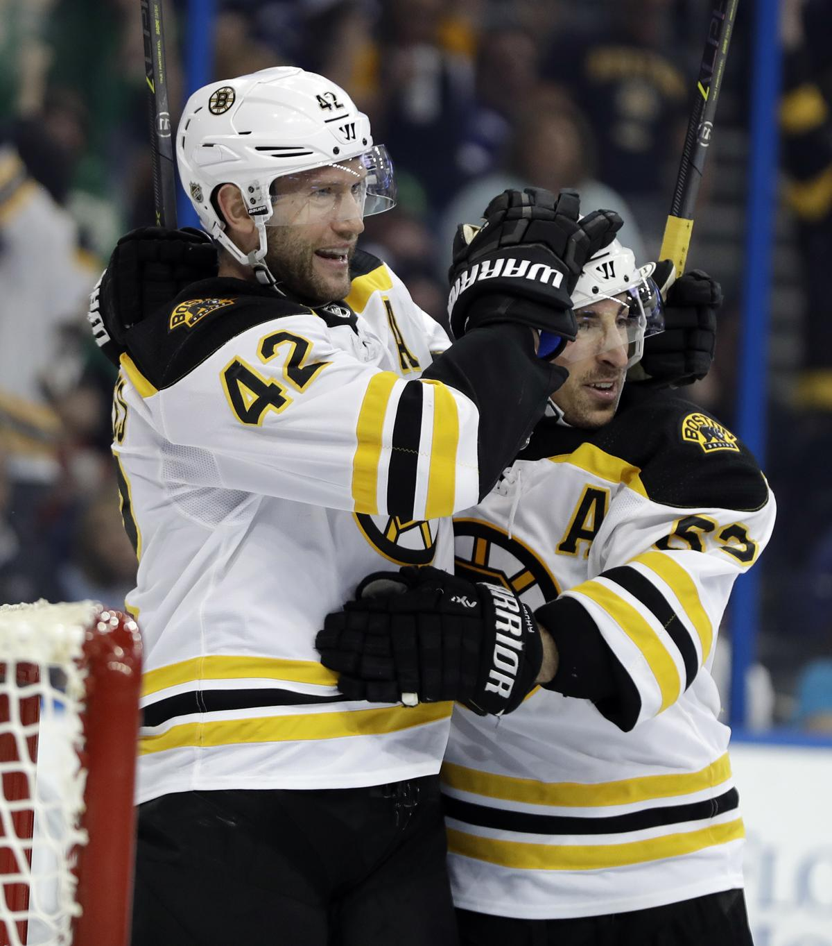 David Backes injured late in first period of Bruins game 84b2c6c1f