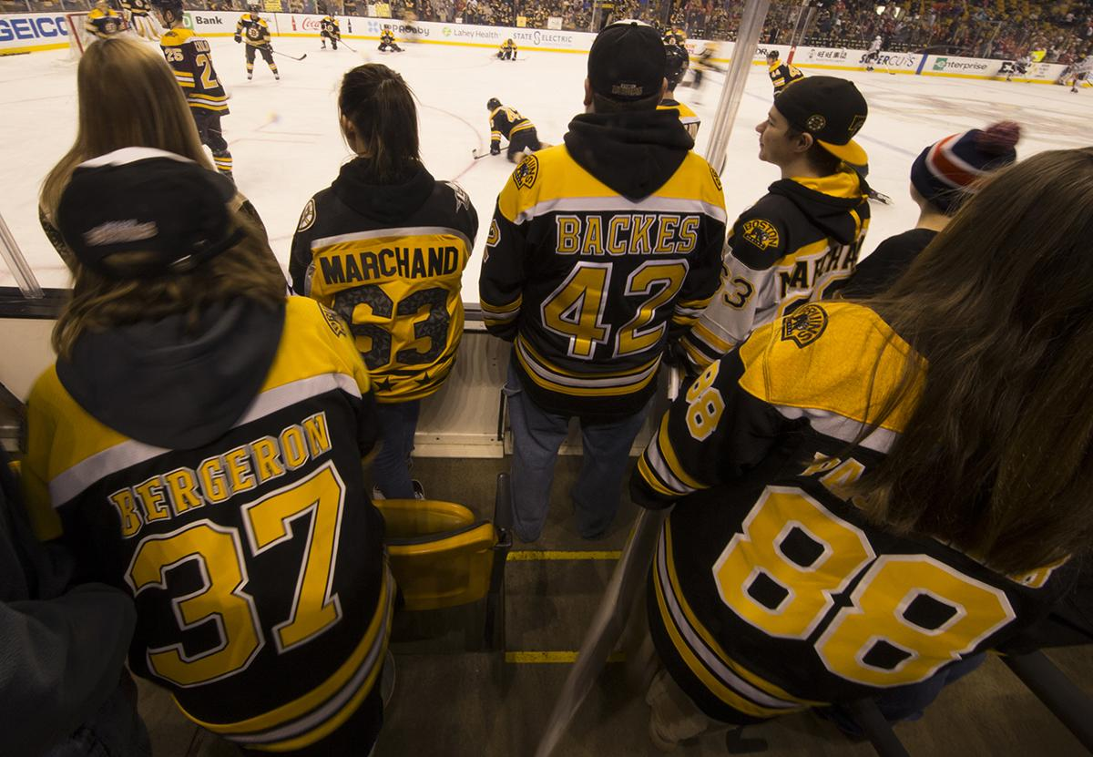 Bruins fans\' loyalty is as clear as the shirts on their backs