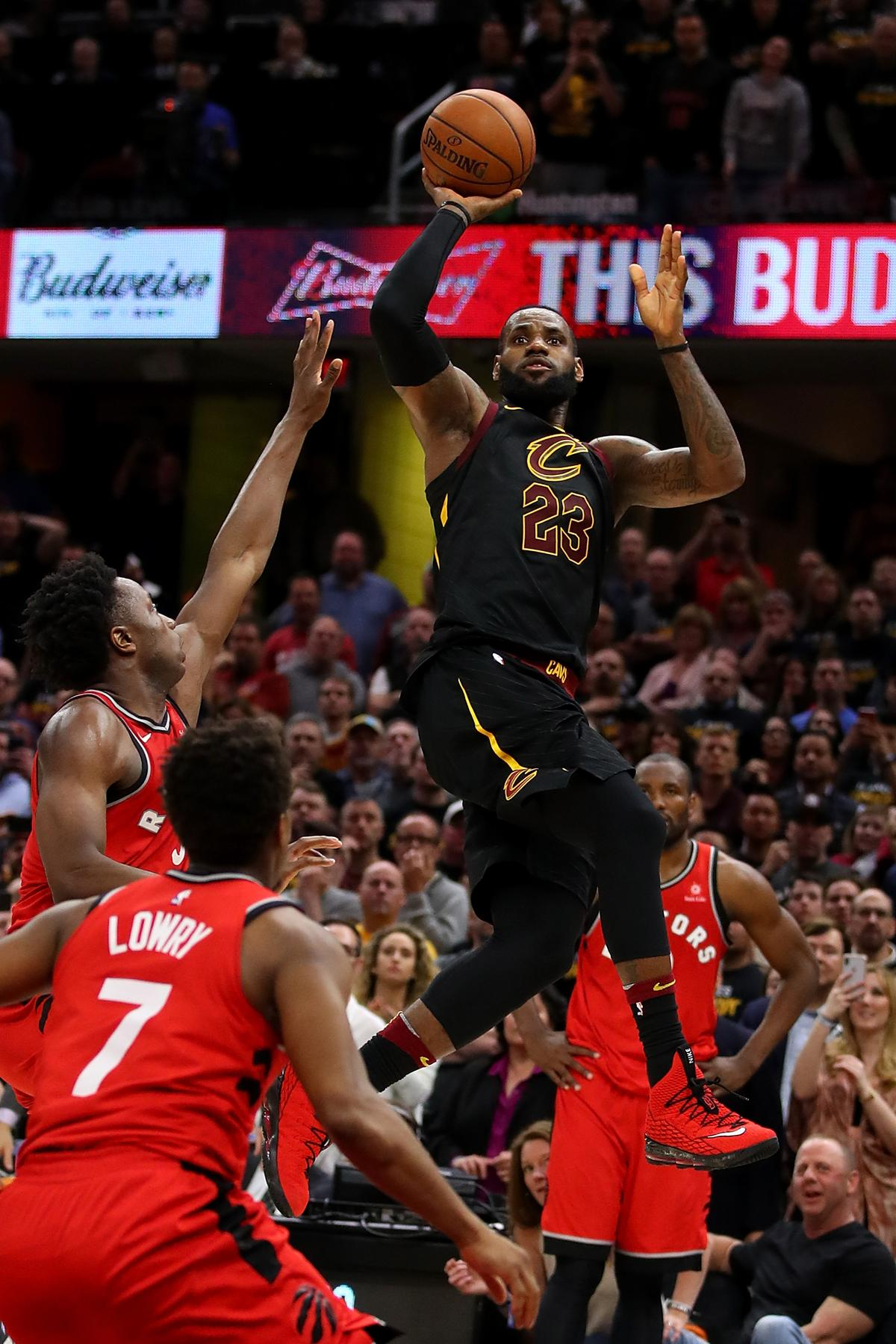 9214bb16fd1d LeBron James pulls bank job to give Cavaliers 3-0 series lead