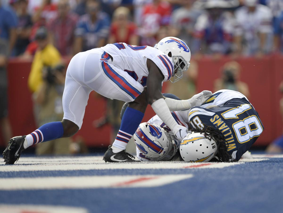 How bad are things for the Bills  Vontae Davis retires at halftime 629bc439b