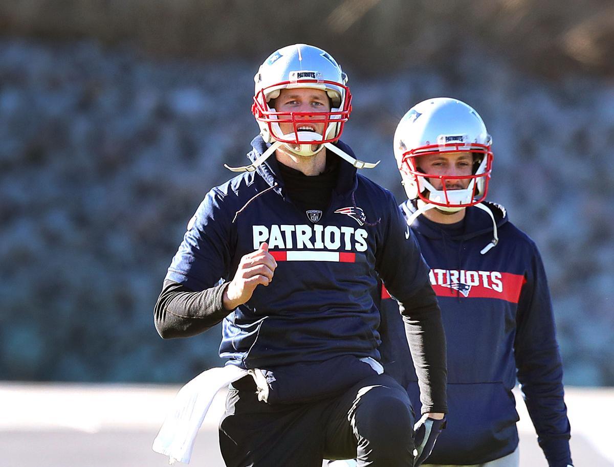 Is Tom Brady injured  It sure looks that way f15118ae5