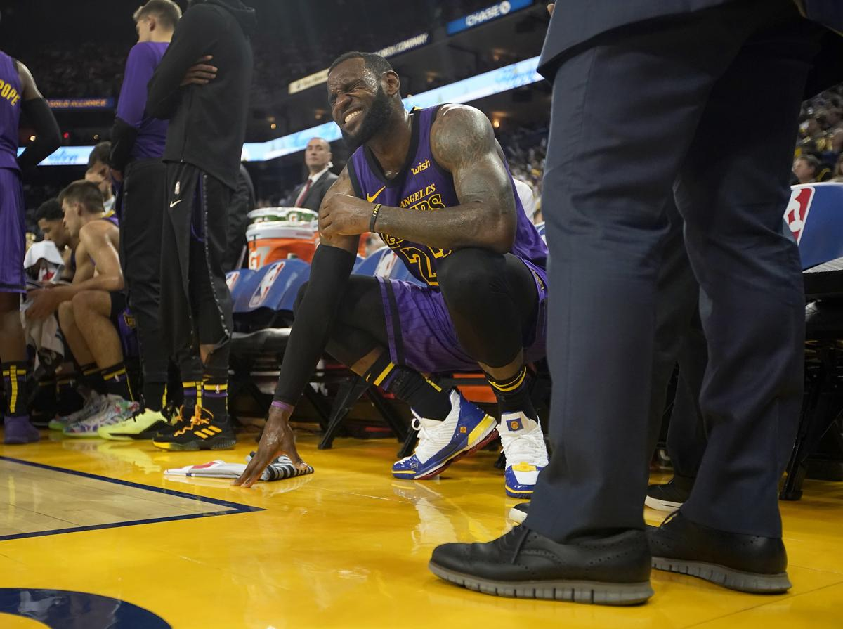 Lakers  LeBron James out at least another week with groin injury d6dc078a51