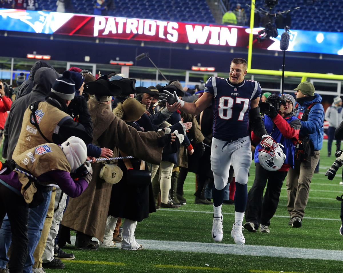 e10015446 Rob Gronkowski was a  monster