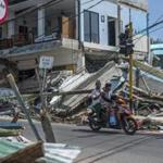 The Indonesian island of Lombok, heavily damaged by an earthquake earlier this month, was again hit by an earthquake on Sunday.