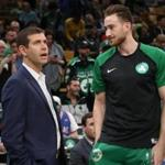 Boston MA 10/02/18 Boston Celtics head coach Brad Stevens talking to Gordon Hayward before they play the Cleveland Cavaliers at TD Garden. (photo by Matthew J. Lee/Globe staff) topic: reporter: