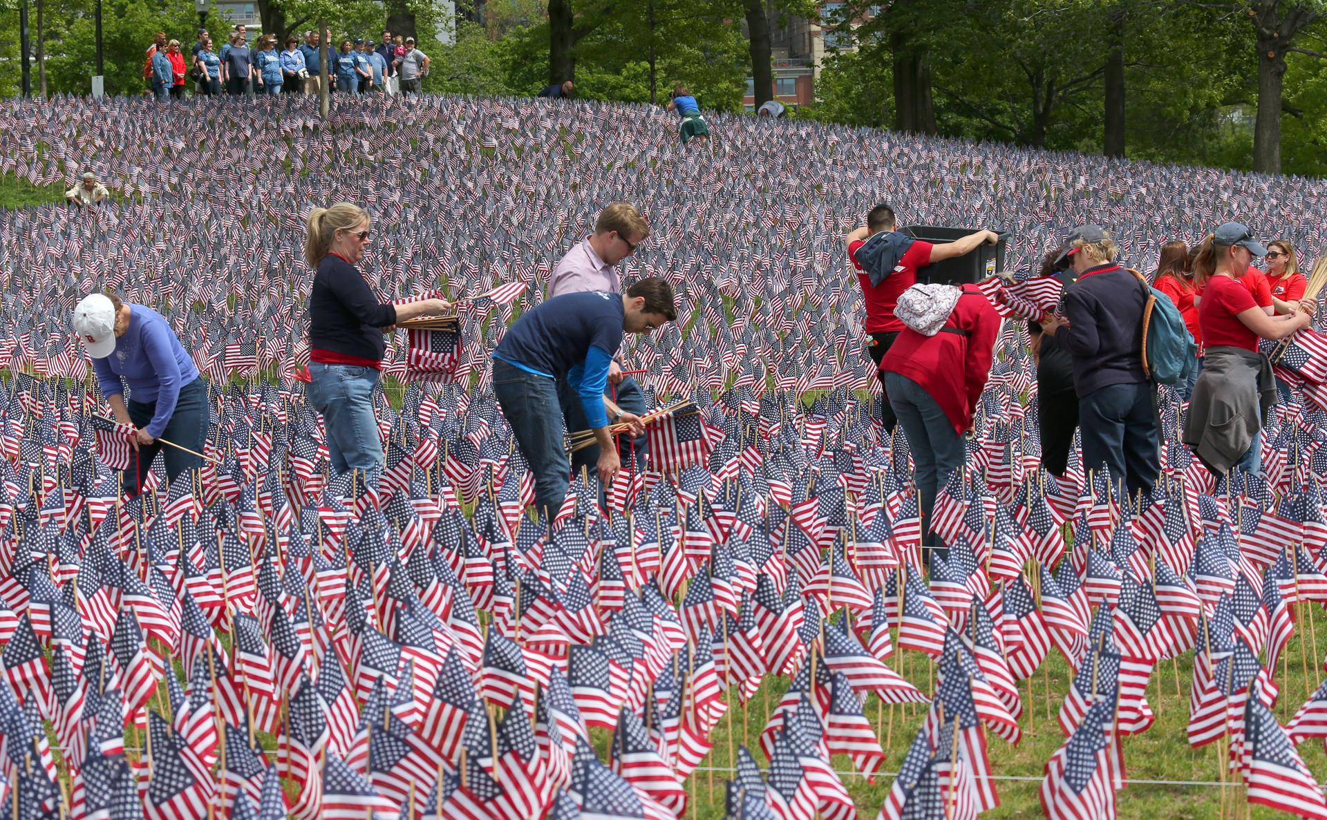 https://c.o0bg.com/rf/image_1920w/Boston/2011-2020/2015/05/20/BostonGlobe.com/Metro/Images/ryan_flags1_met.jpg