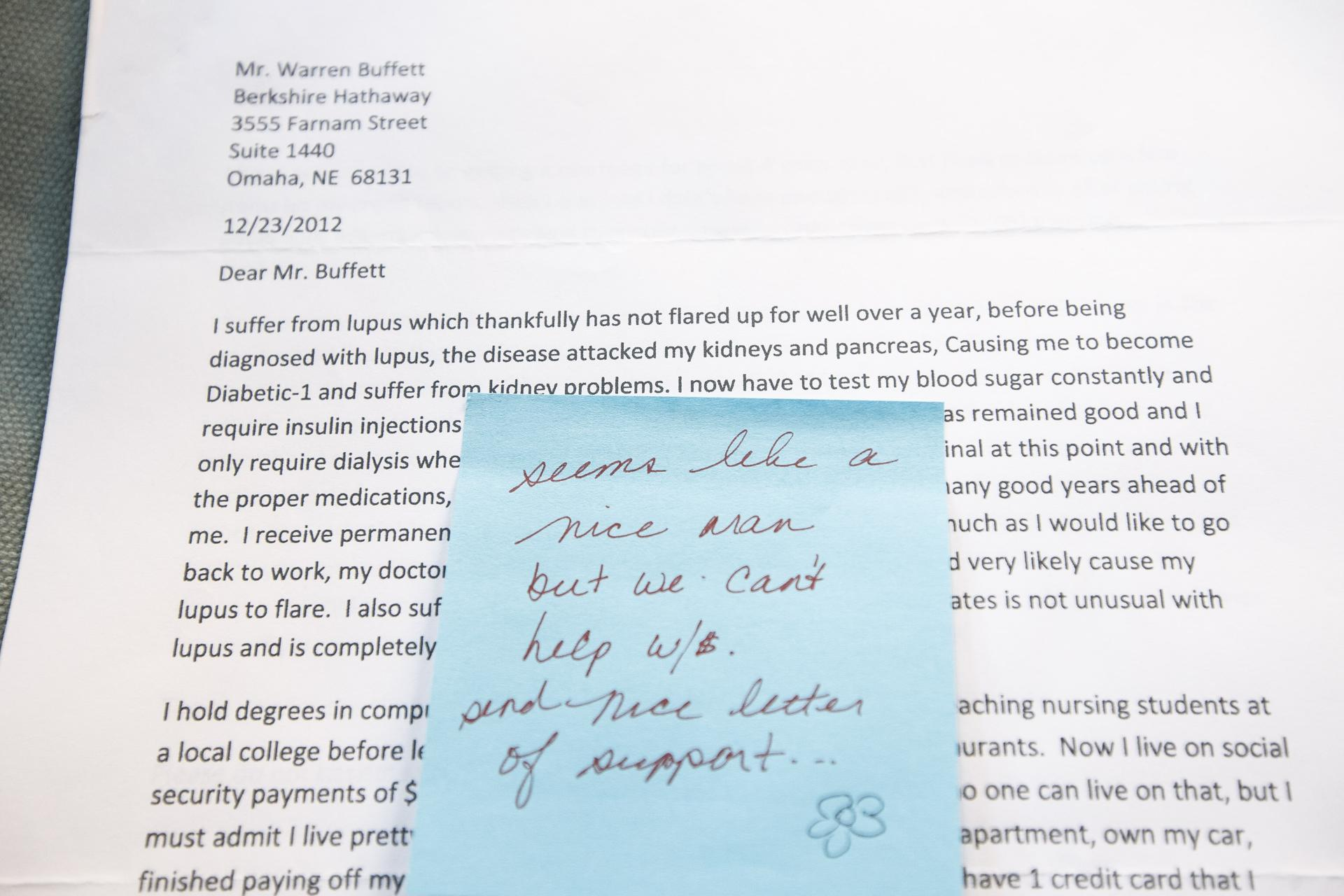 warren buffet letter howard buffett warren buffett letter handing out warren buffett s fortune his sister doris buffett