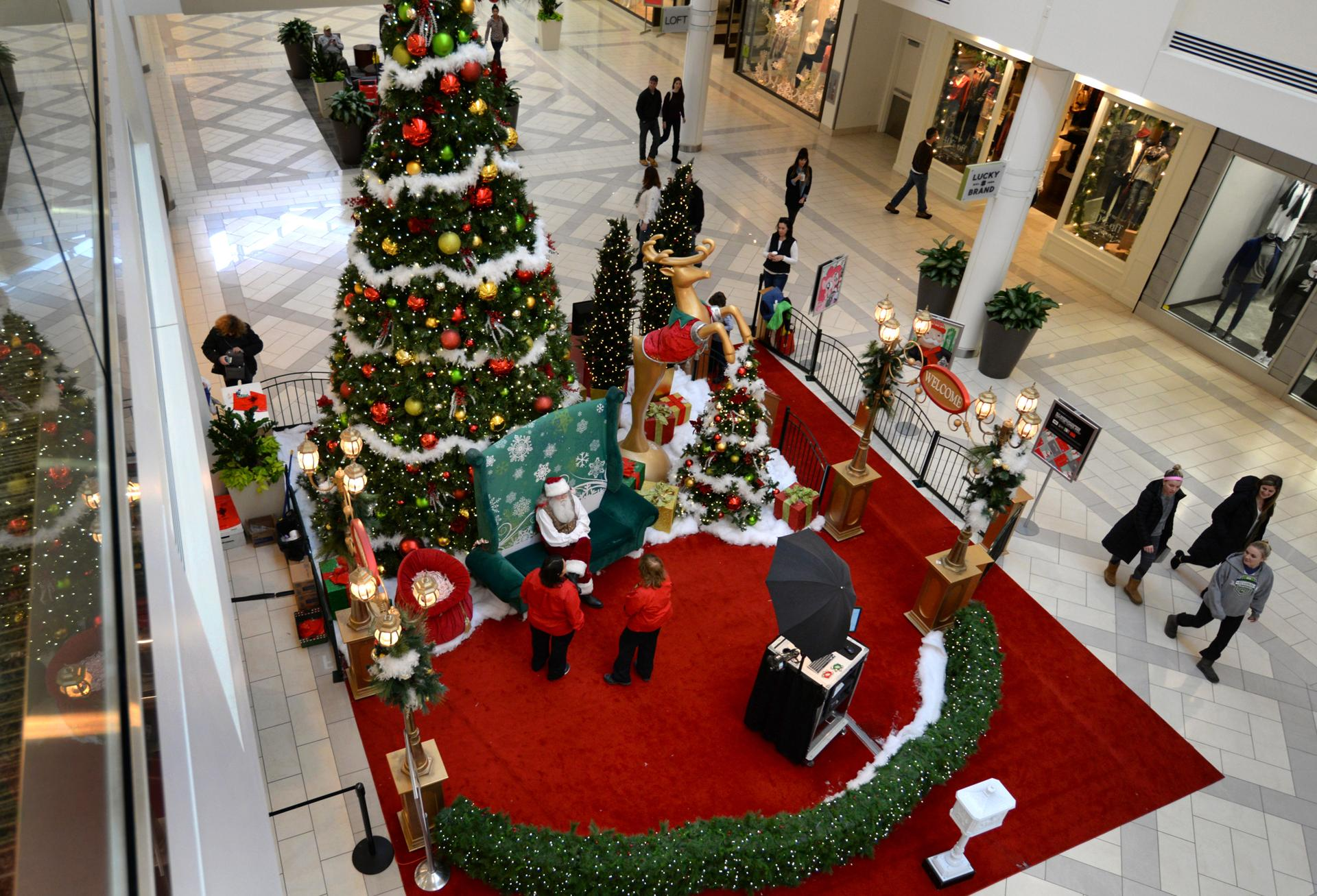 Your local mall wants you back. And it's offering freebies to get ...