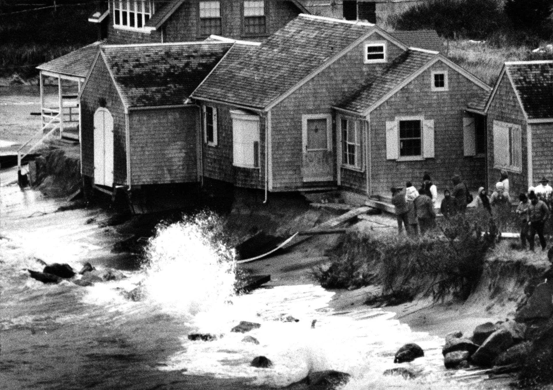 Chatham, MA - 1/20/1988: A small group of onlookers gather around a house on Andrew Harding Road in Chatham, MA as waves hit the beach at high tide on Jan. 20, 1988. Soil erosion has threatened the home. (Barry Chin/Globe Staff) --- BGPA Reference: 190327_BS_010