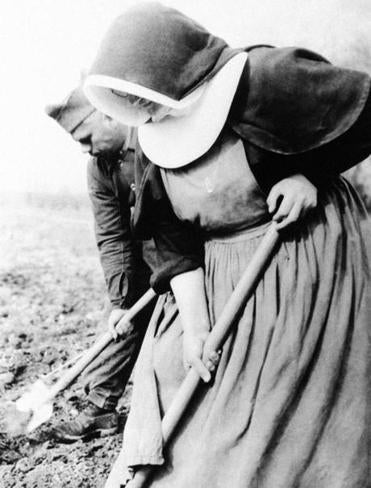 A nun and soldier dug side by side in France in 1940.