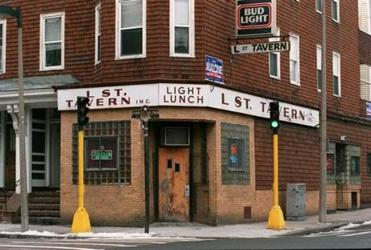 The L Street Tavern as it appeared in 1995, two years before Good Will Hunting made it famous.