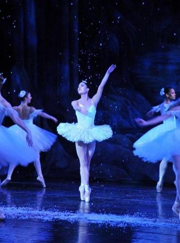 "Jose Mateo Ballet Theatre's ""The Nutcracker."""
