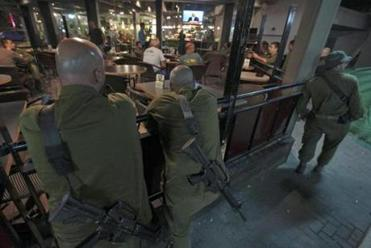 Israeli soldiers watched Prime Minister Benjamin Netanyahu discuss the cease-fire on TV.