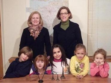 Pictured with Cynthia Edelman (right), director of French in Acton, and Theresa Waite (left), director of special events of the Massachusetts/Rhode Island chapter of the Cystic Fibrosis Foundation, are French in Acton students (left to right) Jake Henry, Sarah Forrester, Gabriella Luciani, Keira Smith, and Nathalie Canetta.