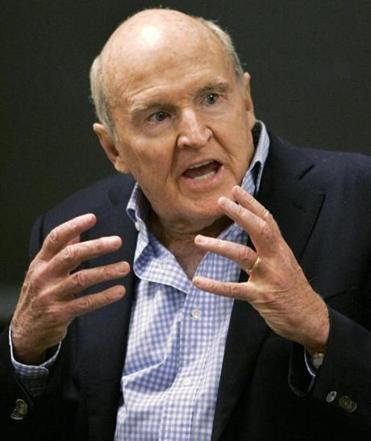 General Electric CEO Jack Welch addresses students at the Massachusetts Institute of Technology in Cambridge.