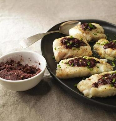 Fillets of fish with red wine sauce.
