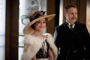 Zoë Tapper stars as Ellen Love, a showgirl who becomes the face of Harry Selfridge's store. Sam West plays Frank Edwards.