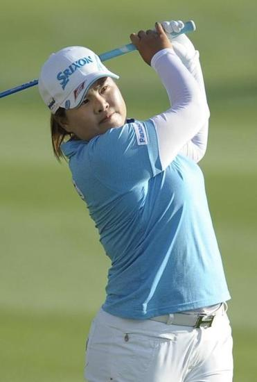 Inbee Park shot her second straight 5-under-par 67 in tricky wind conditions to reach 12 under.