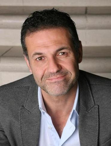 Khaled Hosseini's first two novels centered on his homeland, Afghanistan. In this third novel, he expands his focus from Kabul to Paris, San Francisco, and the Greek isle of Tinos.