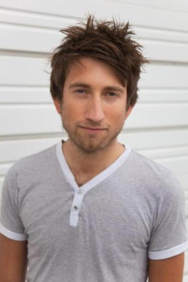 Gavin Free plays — and offers witty commentary about — video games on the Achievement Hunter website.