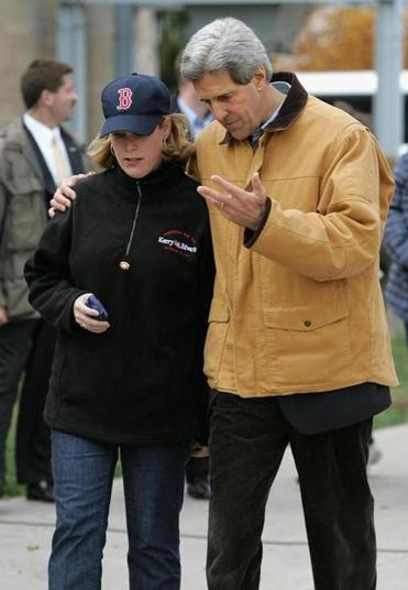 Stephanie Cutter working with John Kerry in 2004.