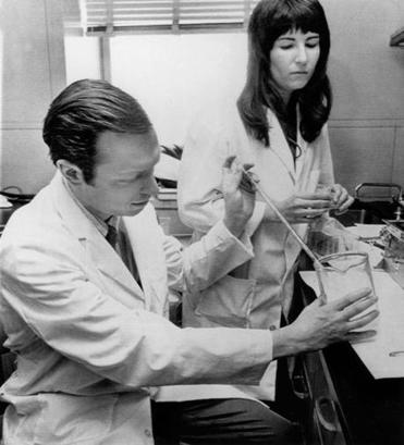 Neuroscientist Solomon Snyder worked with doctoral candidate Candace Pert on brain research in 1973.