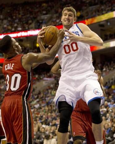 76ers center Spencer Hawes fought for the ball with Heat guard Norris Cole.