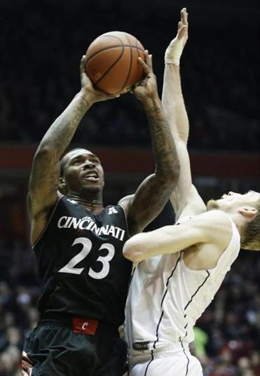 Sean Kilpatrick (26 points) helped Cincinnati win its 18th straight at home.