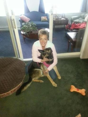 Lulu relaxes at home with Kimberly Hammond Donahue.