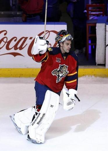 Roberto Luongo made 25 saves for his first Florida win in nearly eight years.