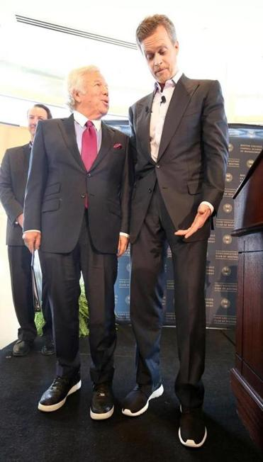 Robert Kraft (left) and Nike CEO Mark Parker in 2014.