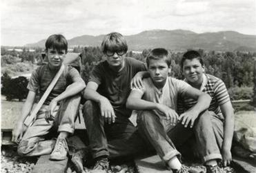 Wil Wheaton, Corey Feldman, River Phoenix, and Jerry O'Connell in the 1986 film STAND BY ME, directed by Rob Reiner.