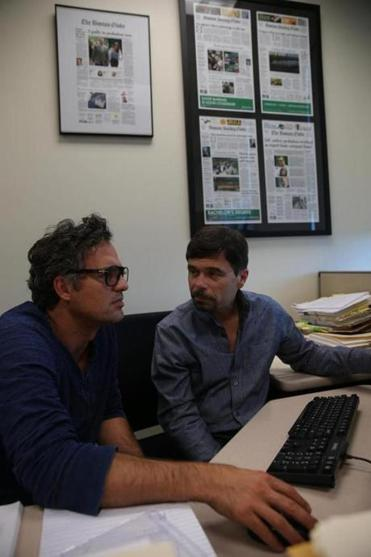 Mark Ruffalo (far left) and Michael Rezendes in the Globe newsroom.
