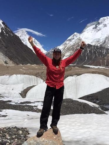 Vanessa O'Brien in front of K2 (upper right) and Broad Peak (upper left).