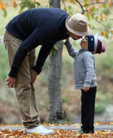 Gisele Bundchen, Tom Brady, their children Vivian, Benjamin and Jack and dog Lua play on an autumn afternoon in Boston. <P> Pictured: Tom Brady and Benjamin Brady <P><B>Ref: SPL625052 121013 </B><BR/> Picture by: James Haynes/ Splash News<BR/> </P><P> <B>Splash News and Pictures</B><BR/> Los Angeles: 310-821-2666<BR/> New York: 212-619-2666<BR/> London: 870-934-2666<BR/> photodesk@splashnews.com<BR/> </P>