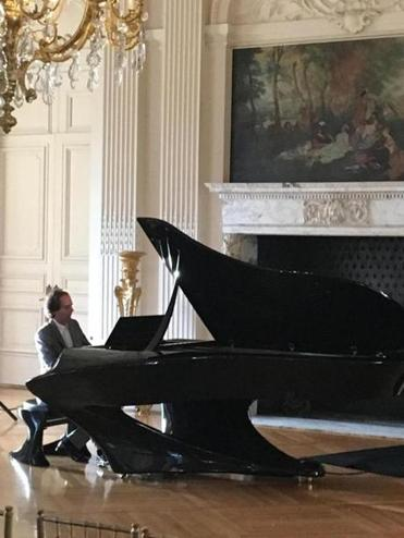 "Gergely Bogányi performs on the specially designed ""Bogányi piano"" at the Newport Music Festival."