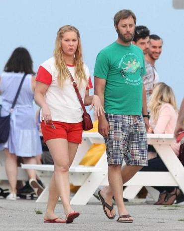 """I Feel Pretty"" costars Amy Schumer and Rory Scovel filming a scene on Salisbury Beach."