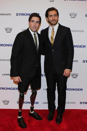 Jeff Bauman (L), co-author of the book 'Stronger', and actor Jake Gyllenhaal attend the 'Stronger' New York Premiere at Walter Reade Theater on September 14, 2017 in New York City. / AFP PHOTO / KENA BETANCURKENA BETANCUR/AFP/Getty Images