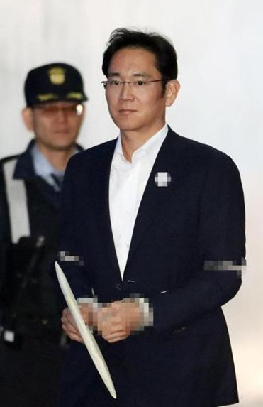 Lee Jae-yong, vice chairman of Samsung, entered the Seoul High Court last month to stand trial on charges of bribery.