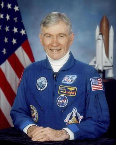 The space agency said Mr. Young died Friday night at home in Houston following complications from pneumonia.